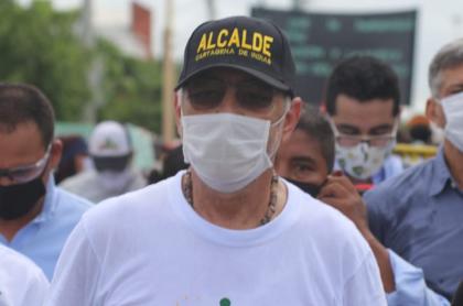 William Dau, alcalde de Cartagena, que hizo un grotesco ejemplo para incentivar uso de tapabocas