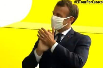 Macron también aplaudió a los pedalistas en el podio.