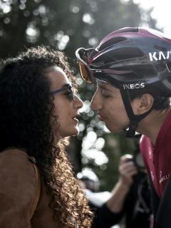 Egan Bernal con su expareja Xiomara Guerrero en el Tour de Francia 2019.