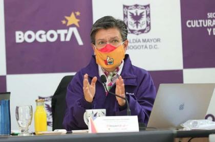 Claudia López criticó que el Gobierno acusara al ELN de disturbios en Bogotá sin pruebas.