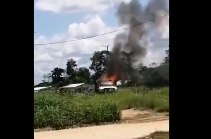 Explota camión con cargapeligrosa, en Arauca