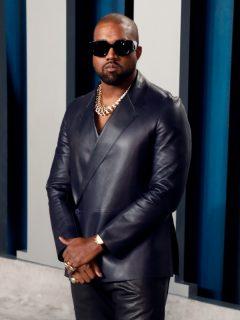 Kanye West en el 'after party' de los Óscar 2020, meses antes de despacharse contra las disqueras.