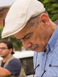 Un juez emitió una orden de arresto contra el periodista Gonzalo Guillén considerando que había incumplido al rectificar una opinión vertida en su cuenta de Twitter.