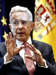Imagen de Álvaro Uribe, a quien el Ayuntamiento de Cádiz le quitó en premio dado en 2009