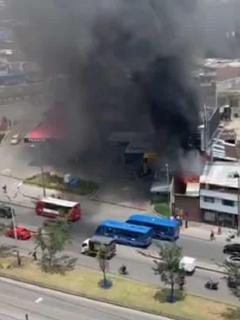 Taller que se incendió en la avenida 68 con calle 3 en Bogotá