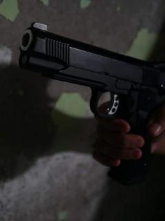Imagen de una pistola, que ilustra el asesinato de un vendedor ambulante, en Risaralda