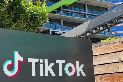 Logotipo de TikTok en el costado del nuevo espacio de oficinas de la compañía en el campus C3 en Culver City, California. (EE.UU.)