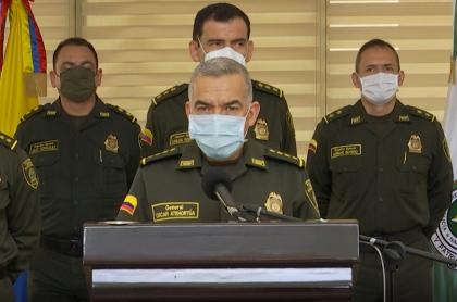 Óscar Atehortúa, director de la Policía: el general informó que ningún policía está autorizado para usar armas de fuego en manifestaciones.