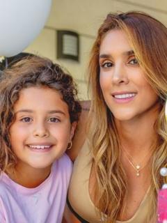 Daniela Ospina, quien habló de su separación con James, junto a su hija Salomé