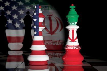 Banderas de Estados Unidos e Irán en reyes de ajedrez. Imagen de referencia para ilustrar tensión entre esos dos países por medida unilateral de EE.UU. para reestablecer sanciones de la ONU contra la nación islámica.
