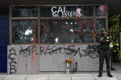 CAI destruido en Bogotá: el secretario de Seguridad anunció que los primeros CAI reconstruidos serán entregados en noviembre.