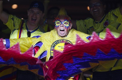 Fans of Colombia cheer before the start of the Copa America football tournament group match against Qatar at the Cicero Pompeu de Toledo Stadium, also known as Morumbi, in Sao Paulo, Brazil, on June 19, 2019. (Photo by Miguel SCHINCARIOL / AFP)
