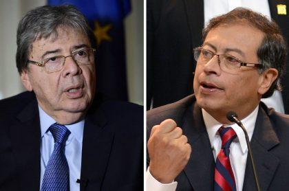 Carlos Holmes Trujillo y Gustavo Petro, en entrevistas, tuvieron pelea en Twitter por marchas.