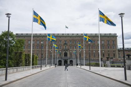El Palacio Real de Estocolmo ilustra artículo Suecia, de remanso de paz a tierra que se disputan clanes mafiosos