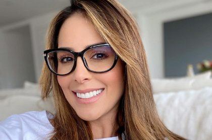 Selfi de Carolina Soto, presentadora que explicó por qué su esposo salió en 'Día a día', sin querer.