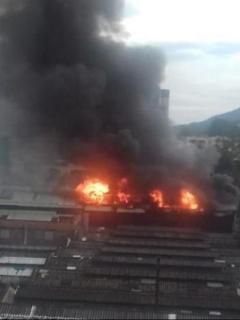Foto de incendio que se desató en Ditaires, Itagüí