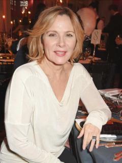 Sharon Stone, actriz que podría ser Samantha en 'Sex and the City' si no fuera por su raza, en reemplazo de Kim Cattrall. Fotomontaje Pulzo.