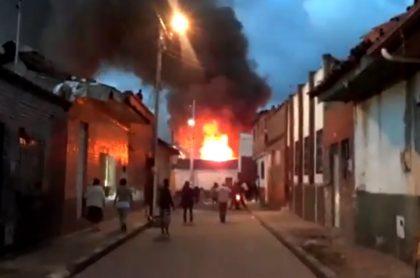 Incendio en La Candelaria, en el centro de Bogotá.