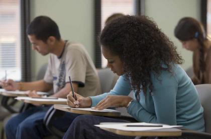 Imagen de estudiantes que ilustra nota de jóvenes que recibirán ayuda del Gobierno en pago de pruebas Icfes 2020