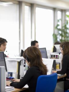 'Call center': empresas multinacionales de 'call center' abrirán más de 16.000 ofertas de empleo para bogotanos con dominio de idiomas aparte del español.