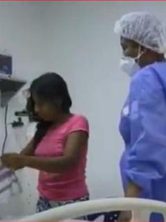 La madre de los niños sigue pendiente de su hija, hospitalizada luego de consumir el purgante