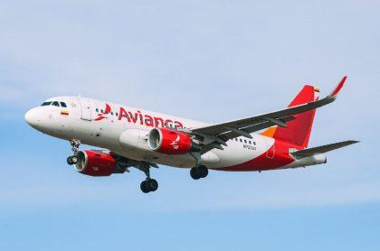 Imagen de un avión de  Avianca, apropósito de la millonaria multa que deberá pagar a Acdac.