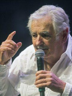 José Mujica, expresidente de Uruguay, fue hospitalizado de emergencia por un accidente casero y será operado.