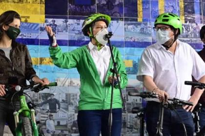 Claudia López, alcaldesa de Bogotá, en rueda de prensa, hablando del cambio de la Policía de Tránsito.