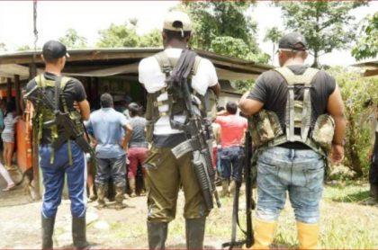 Imagen de hombres armados, con la que se denunció el posible secuestro de 40 personas en Tumaco