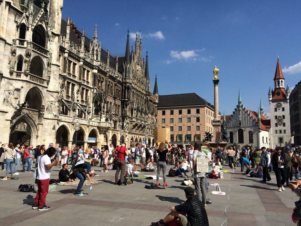 Marienplatz es la plaza central de Múnich, Alemania.