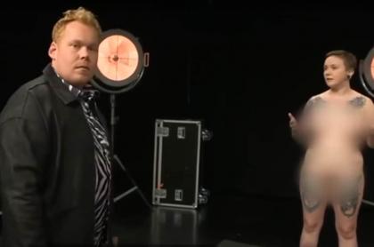 Adultos se desnudan frente a niños en programa de TV infantil.