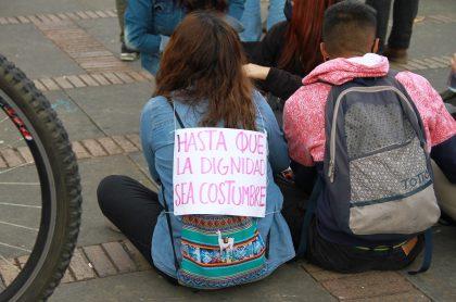 Jóvenes protestando en Bogotá, 21 de septiembre. Encontraron a desaparecidos en protestas de Bogotá: Fiscalía