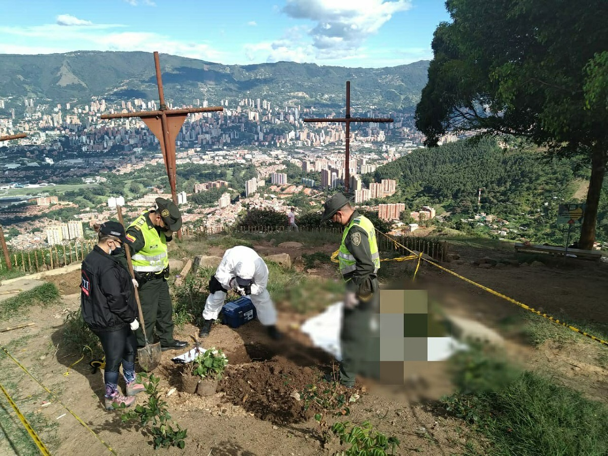 Exhumación de 43 gatos en Cerro de las Tres Cruces, Medellín