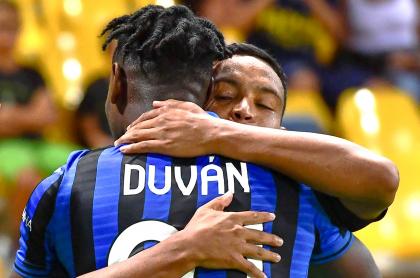 Duván Zapata y Luis Muriel se reportaron en el marcador en la victoria 4-2 del Atalanta sobre el Napoli, por la fecha 23 de la Serie A.