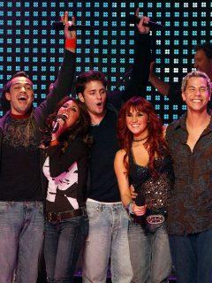 Maite Perroni, Alfonso Herrera, Anahi Puente, Christopher Uckermann, Dulce Maria y Christian Chavez, de RBD (banda que se reencontrará en diciembre del 2020), en foto de 2006.