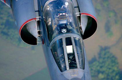 Avión militar, que ilustra nota de caza francés que rompió la barrera del sonido