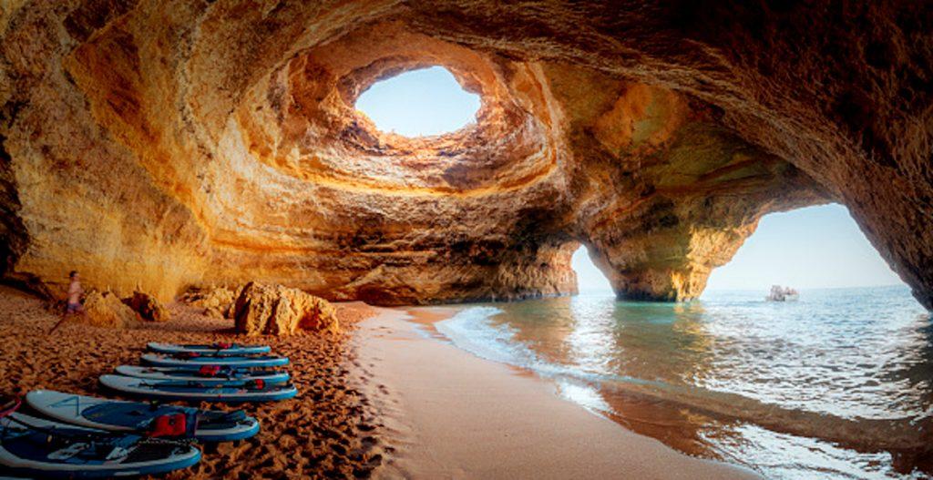 Getty / Cuevas Benagil - Dentro de las mejores playas del mundo