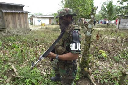 Un paramilitar de las Autodefensas Unidas de Colombia, durante los años 90.