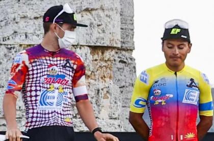 Equipo Education First en presentación del Giro de Italia / AFP