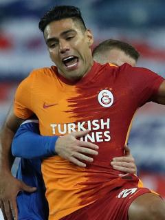 Falcao García jugando contra el Rangers en la Europa League, que eliminó al Galatasaray