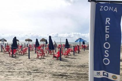 Estos son los módulos que se instalaron en Playa Azul, en Cartagena, para la reapertura.