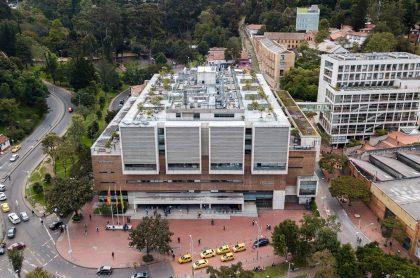 Universidad de Los Andres, sede Bogotá: la universidad abrió tres ofertas de empleo para dos profesionales y un estudiante.