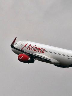 Avión de Avianca volando: el Gobierno anunció 'plan B' para salvar a la aerolínea.