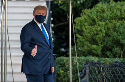 Donald Trump salió hacia hospital para tratamiento de COVID-19