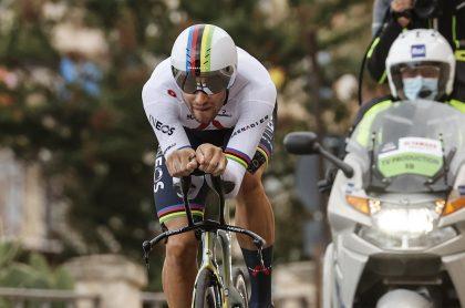 Filippo Ganna, ganador de la etapa 1 del Giro de Italia, clasificación general