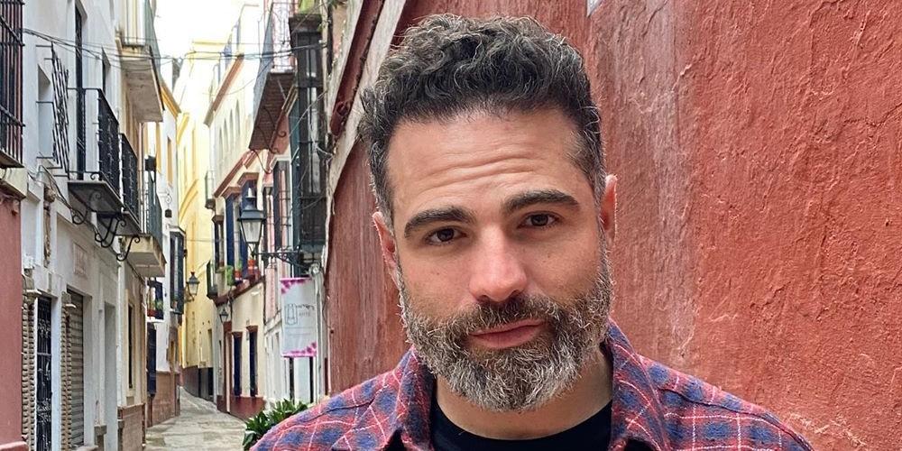 Foto de Roberto Manrique, actor que cerró Twitter en 2020