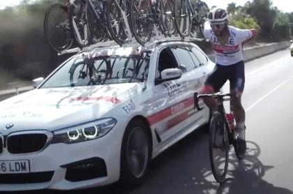 Fernando Gaviria siendo gregario en el Giro de Italia