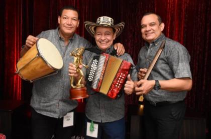 Foto de Manuel Vega, acordeonero que acabó de coronarse como el rey vallenato en el Festival de la Leyenda Vallenata.