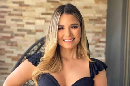 Melissa Martínez, presentadora colombiana con síndrome de pica que la hace comer papel.