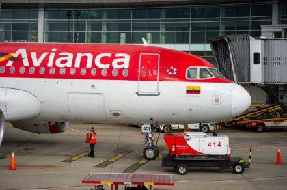 Avión de Avianca en aeropuerto: Tribunal de Bancarrotas de Estados Unidos avaló que Avianca acceda a financiamiento bajo la figura de 'Deudores en Posesión' por 2.000 millones de dólares.
